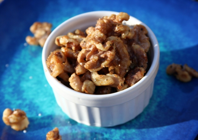 Walnuts with honey and black pepper